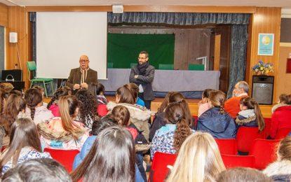 Franco habla sobre Andalucía a los escolares del IES Antonio Machado