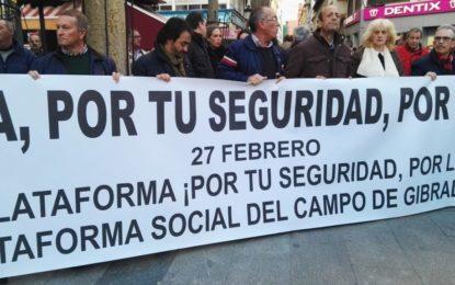 """Unas 4.000 personas se concentran en La Línea demandando """"seguridad y futuro"""" en el municipio"""