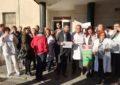 El alcalde acude a una concentración de condena por la agresión sufrida ayer por una enfermera del Hospital