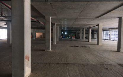 Las obras de adecuación del aparcamiento y la Unidad de Cuidados Intensivos del nuevo Hospital de La Línea, ya en marcha