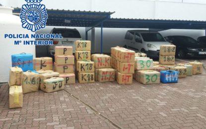 La Policía Nacional incauta 2500 kilos de hachís en la Línea de la Concepción tras frustrar un alijo de drogas en la playa del Tonelero