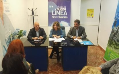 Ana Mestre, parlamentaria del PP, se reunió esta tarde con sindicatos médicos del Hospital de La Línea
