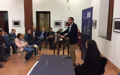 El Ayuntamiento de La Línea promete incluir  en la biblioteca municipal libros de lectura fácil a petición de Asansull
