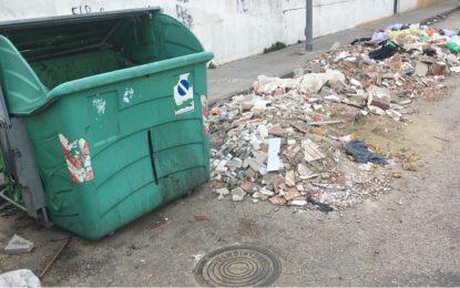 Verdemar Ecologistas en Acción quiere llamar la atención por la presencia de residuos en la Barriada de El Junquillo en La Línea