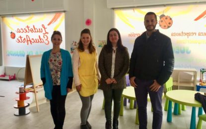 Gordillo y Fernández conocen dos negocios subvencionados con el programa Innovaactiva 6000 del Instituto Andaluz de la Juventud
