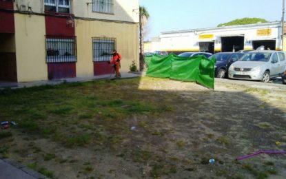 El Ayuntamiento limpia y desbroza la barriada de Mirasierra