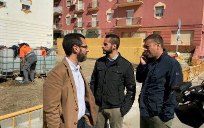 El alcalde visita las obras de mejoras acometidas en rotondas, la parada de autobús del nuevo hospital y la plaza Luna