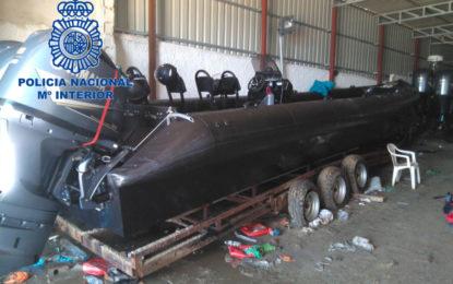 La Policía Nacional se incauta de cinco lanchas semirrígidas con motores de alta cilindrada y unos 2.200 litros de combustible entre La Línea y Campamento