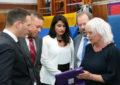 St Martin's School recibe tabletas con software de comunicación especializado
