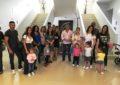 Padres, madres y alumnos de la escuela infantil Santísima Trinidad celebran en el museo Cruz Herrera el Día Internacional de la Familia