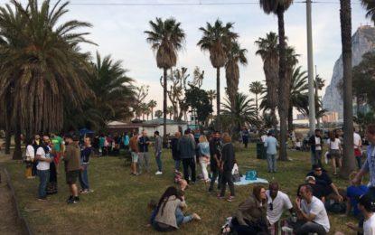 Mario Fernández felicita a ´Los Locos del Parque' por la organización de la fiesta reggae