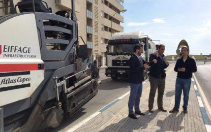 El alcalde inspecciona el inicio del III Plan de asfaltado en la avenida del Ejército