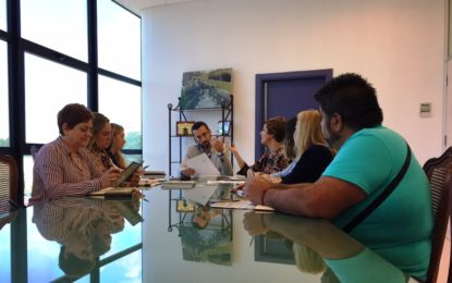 El alcalde respalda las actuaciones contra la discriminación de la población gitana que desarrollan los colectivos Fakali y Nakera Romi