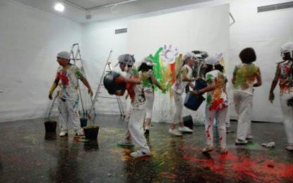 """Más de cien personas asistieron a las representaciones de teatro organizadas por """"Paripé Teatro"""" en la galería Manuel Alés"""