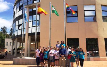 La Línea celebra el Día Internacional del Orgullo LGTBI+ con el izado de la bandera multicolor y la lectura de un manifiesto