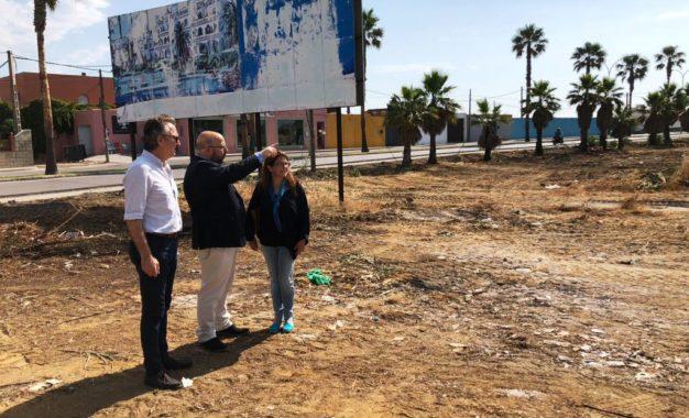 El Ayuntamiento acomete la limpieza y vallado de un solar en Cañada Real