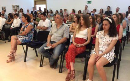 Treinta y tres estudiantes de bachillerato y ciclos formativos con matrícula de honor reciben un reconocimiento municipal