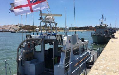 El buque de la Royal Navy HMS Scimitar se desplaza de operaciones al Algarve