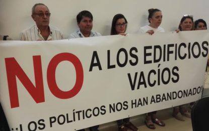 Los comerciantes que están al lado del viejo hospital, en el barrio de San Bernardo, exigieron soluciones a los políticos linenses