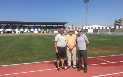 La Federación Andaluza de Atletismo inspecciona la pista del estadio municipal de cara a su homologación para los VII  Juegos Europeos de Policías y Bomberos