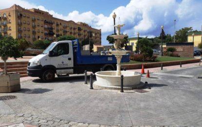 Iniciados trabajos de arreglo y puesta en funcionamiento de las fuentes ubicadas en distintos espacios públicos