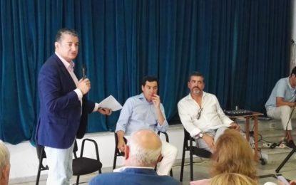 Juanma Moreno (PP-Andalucía) se compromete a poner en marcha un plan especial de empleo en La Línea