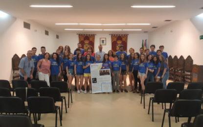 El alcalde ha recibido en el salón de plenos a los integrantes de la Orquesta Sinfónica del Conservatorio de Música Muñoz Molleda