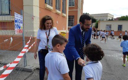 El alcalde ha realizado una visita de cortesía al colegio público Inmaculada