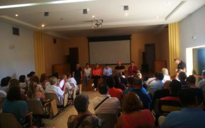 Asamblea de trabajadores de la Residencia Tiempo libre por la privatización del personal para atender a los menores inmigrantes