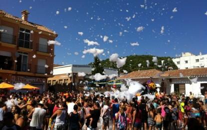 Agua, espuma y diversión en el Domingo Rociero de la Estación de San Roque