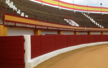 """Esta mañana se ha firmado el contrato para la rehabilitación y conversión de la Plaza de Toros en el centro multiusos """"El Arenal"""""""