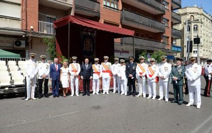 Landaluce y el almirante Bolibar presiden una masiva jura de bandera