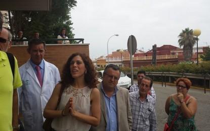 Visita de Miriam Alconchel, delegada provincial de Salud, a la UCI del Hospital de La Línea
