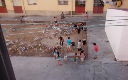 Vecinos de Las Palomeras deciden limpiar por su cuenta