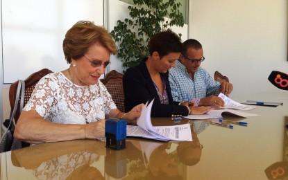 Firmado el contrato para la gestión de las piscinas municipales que llevará a cabo Asansull