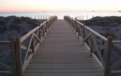 Trabajos de mejora en la playa de Levante de La Línea
