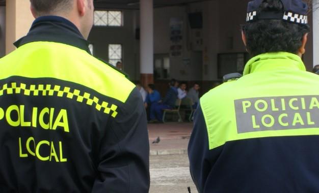 La Policía Local detiene a un individuo que agredió a varios viandantes y causó daños en vehículos
