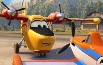 Mucha gente ha comprado ya las entradas para ver desde esta noche 'Aviones 2. Equipo de Rescate', en el cine de verano de La Línea