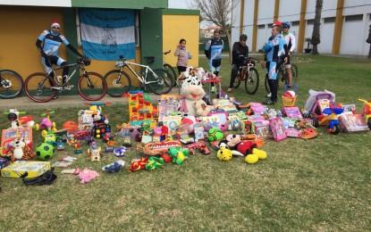 """La Delegación Municipal de Deportes y el Club MTB """"Los enmonaos"""" califican de éxito la I marcha cicloturista solidaria"""