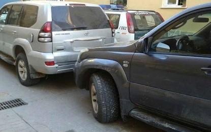 Narcos abandonan dos coches todoterrenos robados en La Línea