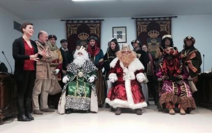La alcaldesa recibe a los Reyes Magos de Oriente