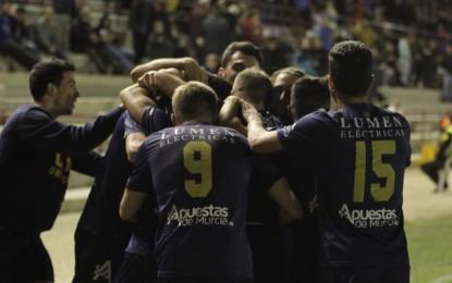 La Balona, con diez jugadores, pierde ante el UCAM (1-0) cuando quedaban cuatro minutos para el final