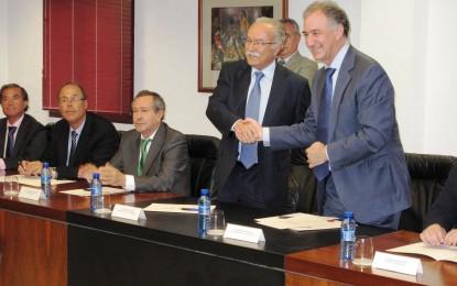 Autoridad Portuaria, Consorcio de Bomberos y las grandes terminales del Puerto de Algeciras rubrican el convenio para aumentar la seguridad en muelles y buques