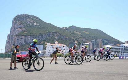 Un programa noruego rueda en la pista de aterrizaje del aeropuerto de Gibraltar