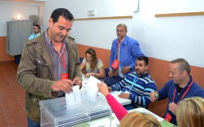 Salvador Puerto ejerció su derecho al voto en el Multiusos de Los Cortijillos