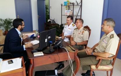 El alcalde recibe la visita protocolaria de mandos militares de la zona