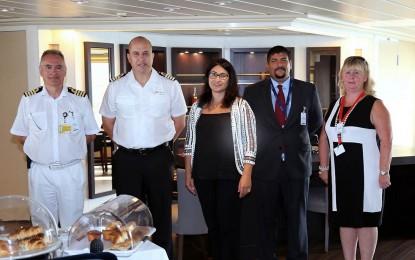 El crucero Star Breeze atracó ayer en Gibraltar, protagonizando la undécima escala inaugural en lo que va de año