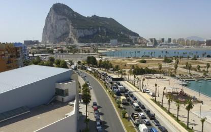 Las colas de vehículos para entrar en Gibraltar superan las dos horas
