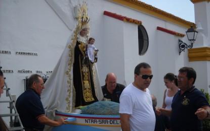 Multitudinaria ofrenda froral a la Virgen del Carmen