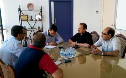 El alcalde, Juan Franco, acuerda con la Junta local de hermandades y cofradías la firma de un convenio de colaboración